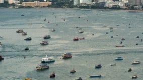 Ideia superior de flutuar muitos navios e barcos no mar Lapso de tempo tailândia Pattaya video estoque
