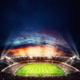 Ideia superior de um estádio de futebol na noite com as luzes sobre rendição 3d Fotos de Stock Royalty Free