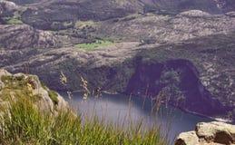 A ideia superior de uma paisagem bonita, paisagem disparou de uma grande altura com quadrocopter imagens de stock