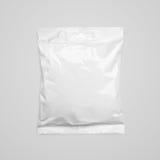 Ideia superior do empacotamento de alimento vazio do malote plástico no cinza imagem de stock royalty free