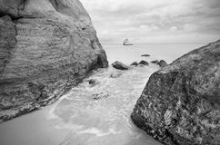 Ideia tranquilo de uma paisagem do litoral em preto e branco Fotos de Stock Royalty Free