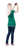 Ideia traseira da fotografia da mulher fotógrafo da menina nas calças de brim Re Imagens de Stock