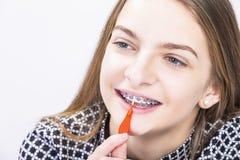 Ideias e conceitos dos cuidados médicos Close up da boca da menina do adolescente fotografia de stock royalty free