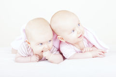 Identical twin sisters Royalty Free Stock Photography