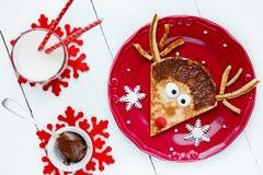 Identificación linda y divertida de la crepe del reno - de la Navidad del Año Nuevo de la comida del arte Imagen de archivo libre de regalías