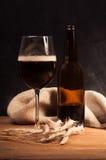 Identificación oscura de la cerveza del arte el vidrio Foto de archivo