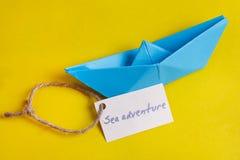 Identifichi con l'avventura del mare di parole che i mezzi vanno scattare sull'yacht immagini stock libere da diritti