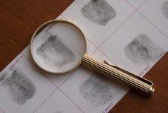 Identifierar med fingeravtryck undersökning Arkivbild
