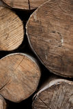 Identifiez-vous sciés un tas de bois image libre de droits