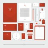 Identité d'entreprise avec un signe de coeur, ensemble de papeterie illustration stock