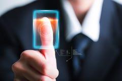 Identitet och godkännande för affärsmanbildläsningsfingeravtryck Säkerhet och royaltyfria foton