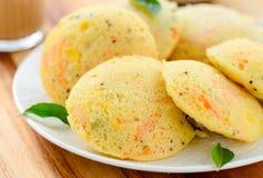 Idli et café indiens du sud de petit déjeuner-Rava d'affaires Images stock