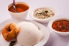 Idli Vada is een schotel van het Zuiden Indische ontbijt stock afbeeldingen