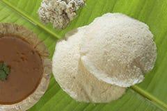 Idli van het zuiden Indische snelle voedsel met het chutney van Sambar en van de kokosnoot royalty-vrije stock foto's