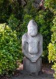 Idole païen antique dans la forêt photos stock