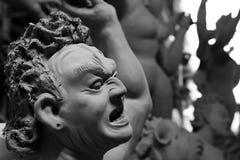 Idolen die op aanstaande die Durga Puja-festival worden voorbereid in India wordt gevierd Stock Fotografie
