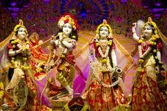 Idolen van Lord Krishna en Radha in ISKCON-Tempel Chennai stock afbeeldingen
