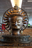 Idolo al terminale T3, aeroporto di Buddha di IGIA Fotografia Stock Libera da Diritti