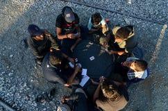 Idomeni, Grecja, Kwiecień 15, 2016 dziewczyna wśrodku obóz uchodźców Idomeni blisko macedońskiej granicy, Europejski Wędrowny kry obrazy stock