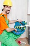 Idraulico che lavora nella stanza da bagno Immagine Stock