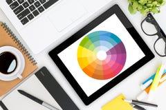 Idérikt skrivbord för grafisk formgivare Arkivfoton