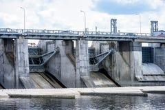 idro portoni elettrici della centrale elettrica per acqua Fotografia Stock Libera da Diritti