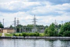 idro portoni elettrici della centrale elettrica per acqua Fotografie Stock Libere da Diritti