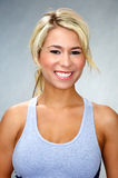 idrotts- blond fitkvinna Royaltyfria Bilder