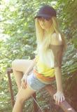 Idrotts- flicka i ett lock Arkivbilder