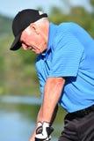 Idrotts- man för allvarlig manlig golfare med Golf Club arkivbild