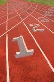 idrotts- numrerade spår royaltyfri foto