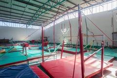 Idrottshall för gymnastikapparaturbarr Royaltyfri Foto