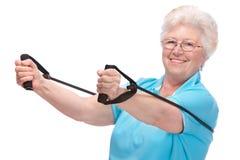idrottshallpensionärkvinna arkivfoto