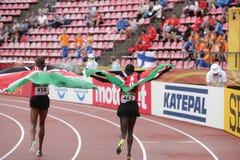 Idrottsman nen från Kenya med kenyan flaggor royaltyfria foton