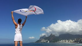 Idrottsman nen Holding Olympic Flag Rio de Janeiro stock video