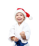 Idrottsman nen i en kimono och en beanie av Santa Claus rymmer händer på försvar Royaltyfria Foton