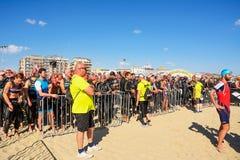 Idrottsman nen på den startande linjen på Ironman 70 3 Pescara av Juni 18, Royaltyfri Foto