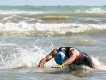 Idrottsman nen på simningprovet av Ironmanen 70 3 Pescara av Juni 18 Royaltyfria Foton