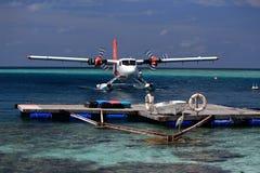Idrovolante dopo l'atterraggio - Ari Atoll, Maldive fotografia stock