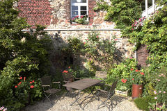 Idyllic garden. With bistro table and chairs Royalty Free Stock Photography