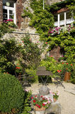 Idyllic garden. With bistro table and chairs Royalty Free Stock Photos