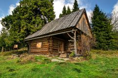 Idyllic hut in mountains Royalty Free Stock Photography