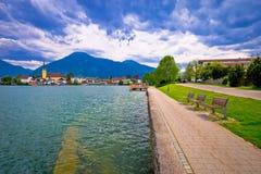 Idylliczna niemiecka jeziorna wioska Rottach Egern na Tegernsee jeziorze Obraz Royalty Free