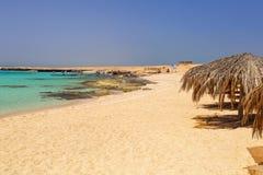 Idylliczna plaża Mahmya wyspa z turkus wodą fotografia stock
