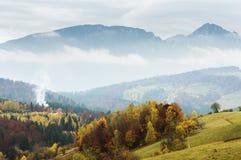 Idylliczny jesień krajobraz w Transylvania obrazy stock