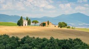 Idylliczny krajobraz z sławną Vitaleta kaplicą w Val d, «Orcia, W włoskim regionie Tuscany obrazy stock