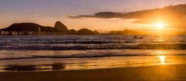 Idylliczny wschód słońca w Copacabana plaży w Rio De Janeiro, Brazylia fotografia royalty free