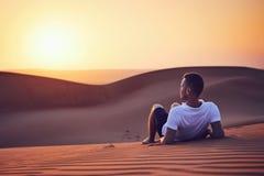 Idylliczny wschód słońca w pustyni obrazy royalty free