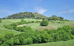 Idyllisch Bergdorp, Toscanië, Italië royalty-vrije stock afbeelding