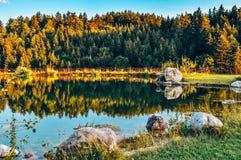 Idyllisch Bergmeer - Oberaudorf royalty-vrije stock afbeeldingen